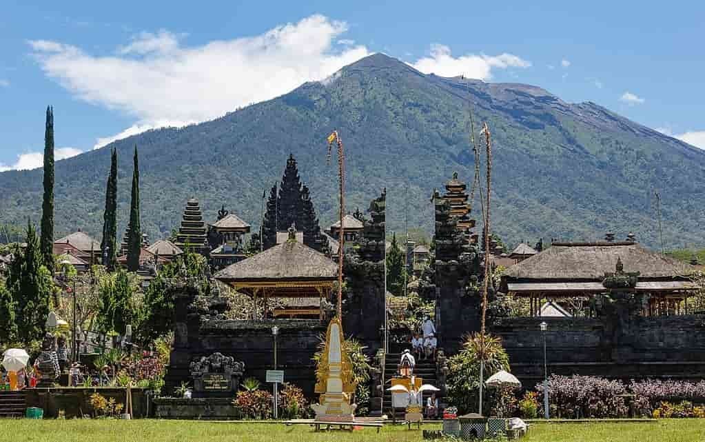 Tourist Places in Indonesia in Hindi