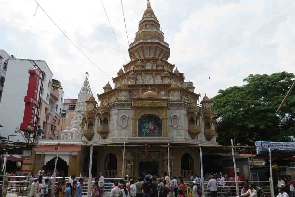 Famous Ganesh Temples in India in Hindi, Dugduseth Halwai Temple, Pune